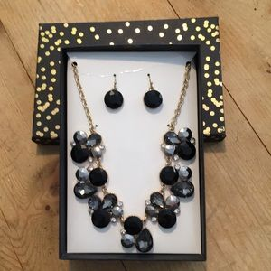 Jewelry - Costume jewelry necklace and earring set